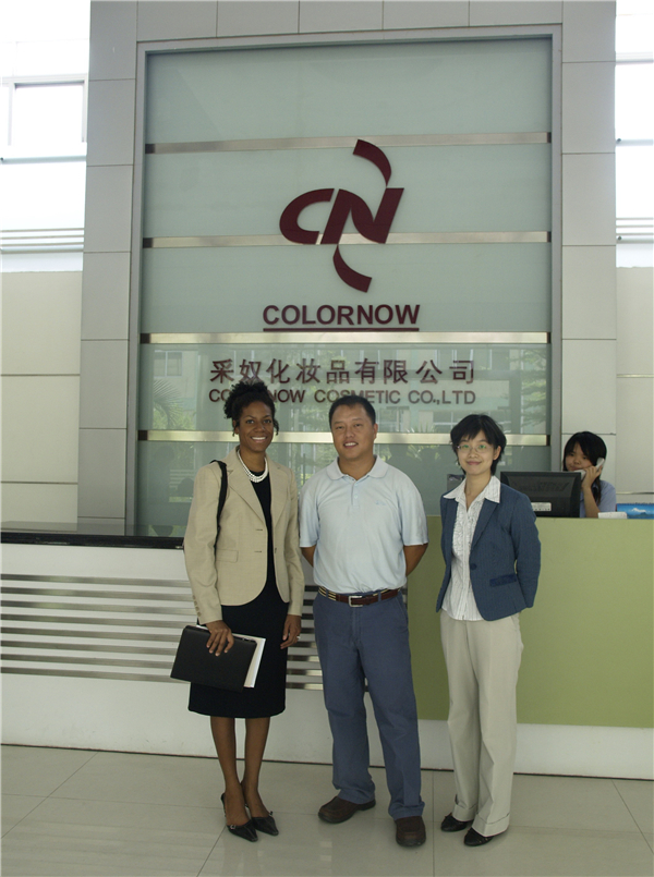 un-officier-du-consulat-américain-visite-colornow-1
